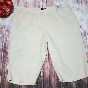 Avenue size 20 tan linen Bermuda shorts